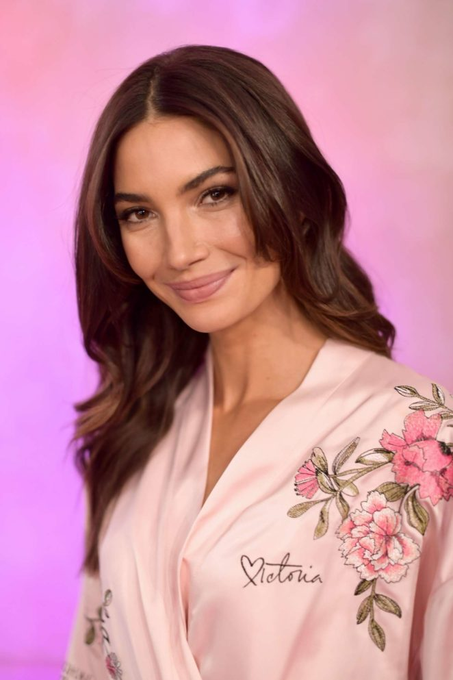Lily Aldridge – Victoria's Secret Fashion Show Backstage 2017 in Shanghai