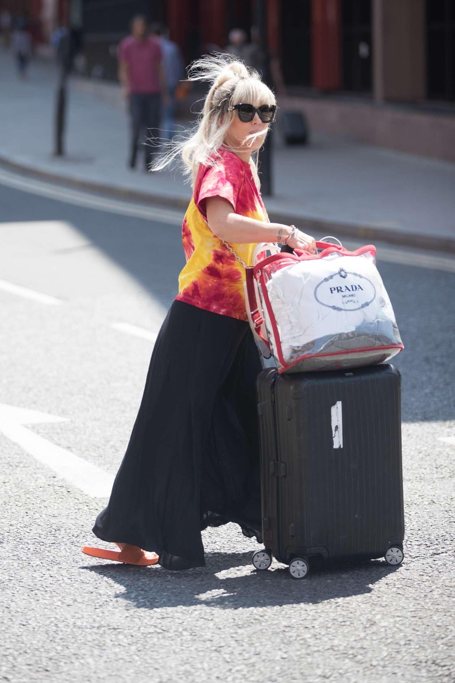 Lily Allen 2018 : Lily Allen: Arriving back in London -02