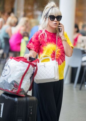Lily Allen - Arriving back in London