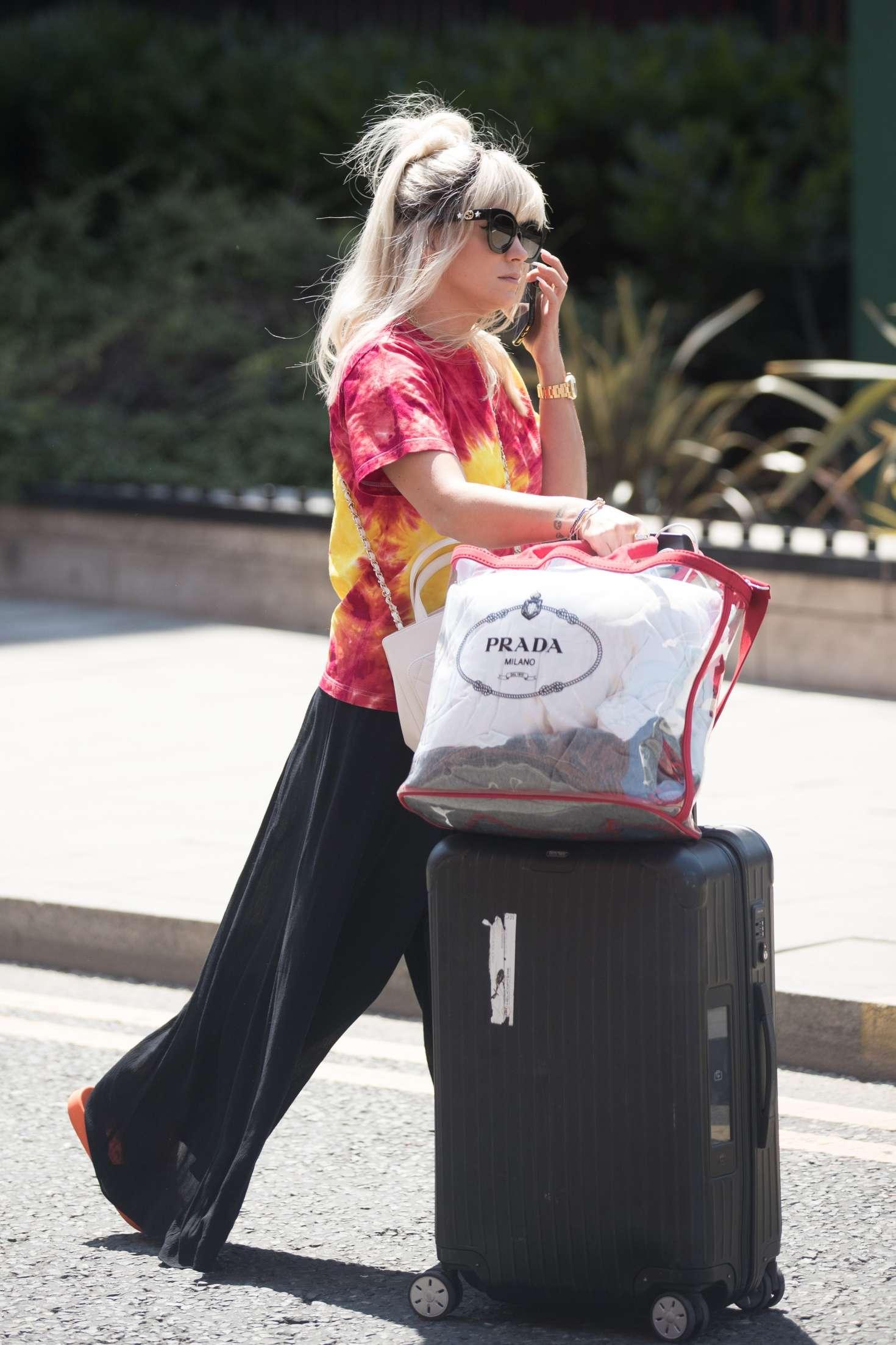 Lily Allen 2018 : Lily Allen: Arriving back in London -04