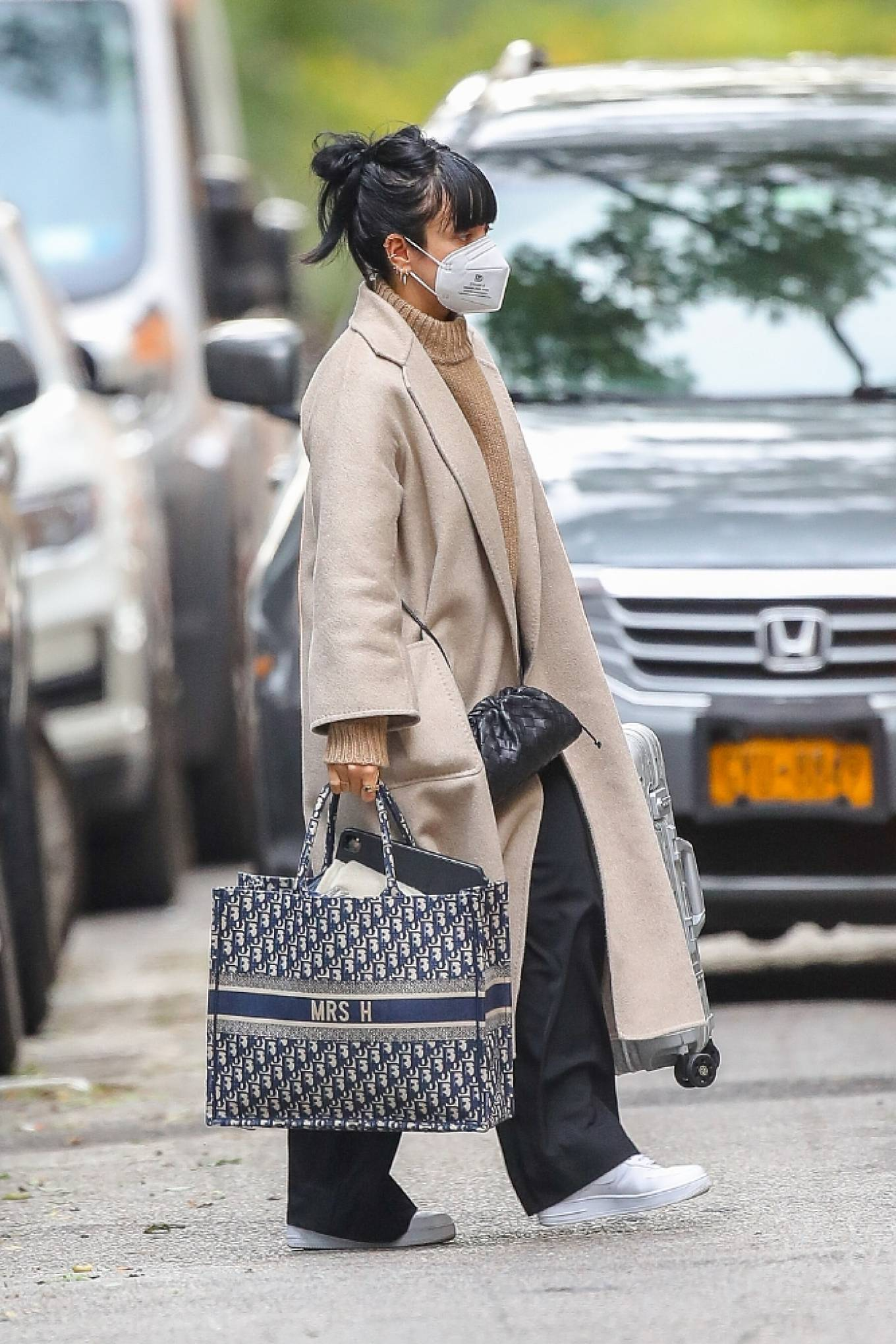 Lily Allen 2020 : Lily Allen – Carrying a Dior bag with -05