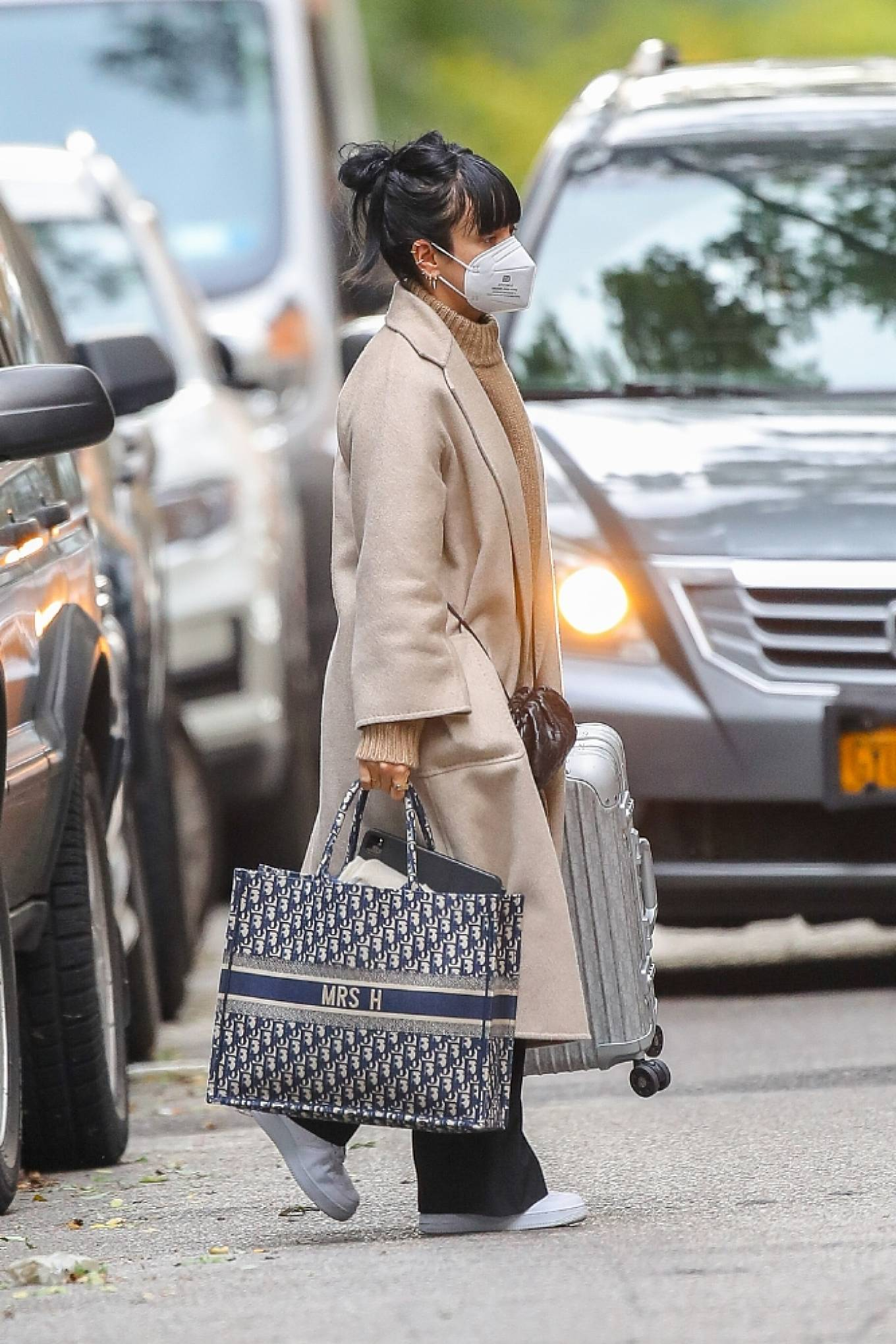 Lily Allen 2020 : Lily Allen – Carrying a Dior bag with -08