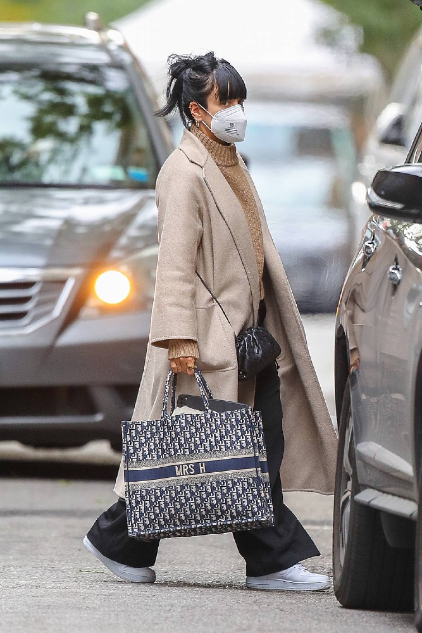 Lily Allen 2020 : Lily Allen – Carrying a Dior bag with -09