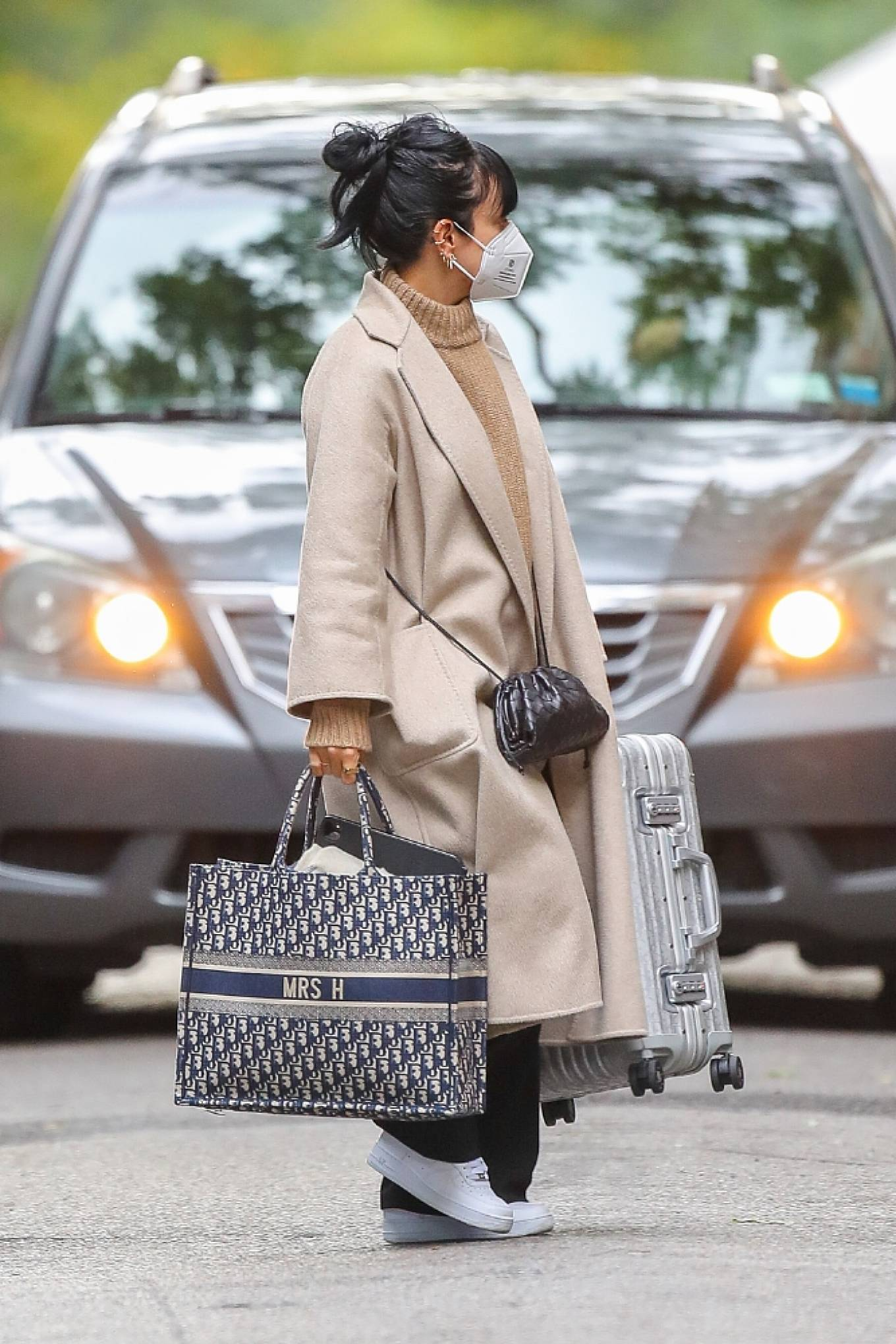 Lily Allen 2020 : Lily Allen – Carrying a Dior bag with -11