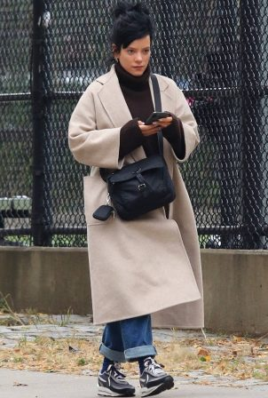 Lily Allen - Out for a stroll in Manhattan's Downtown area