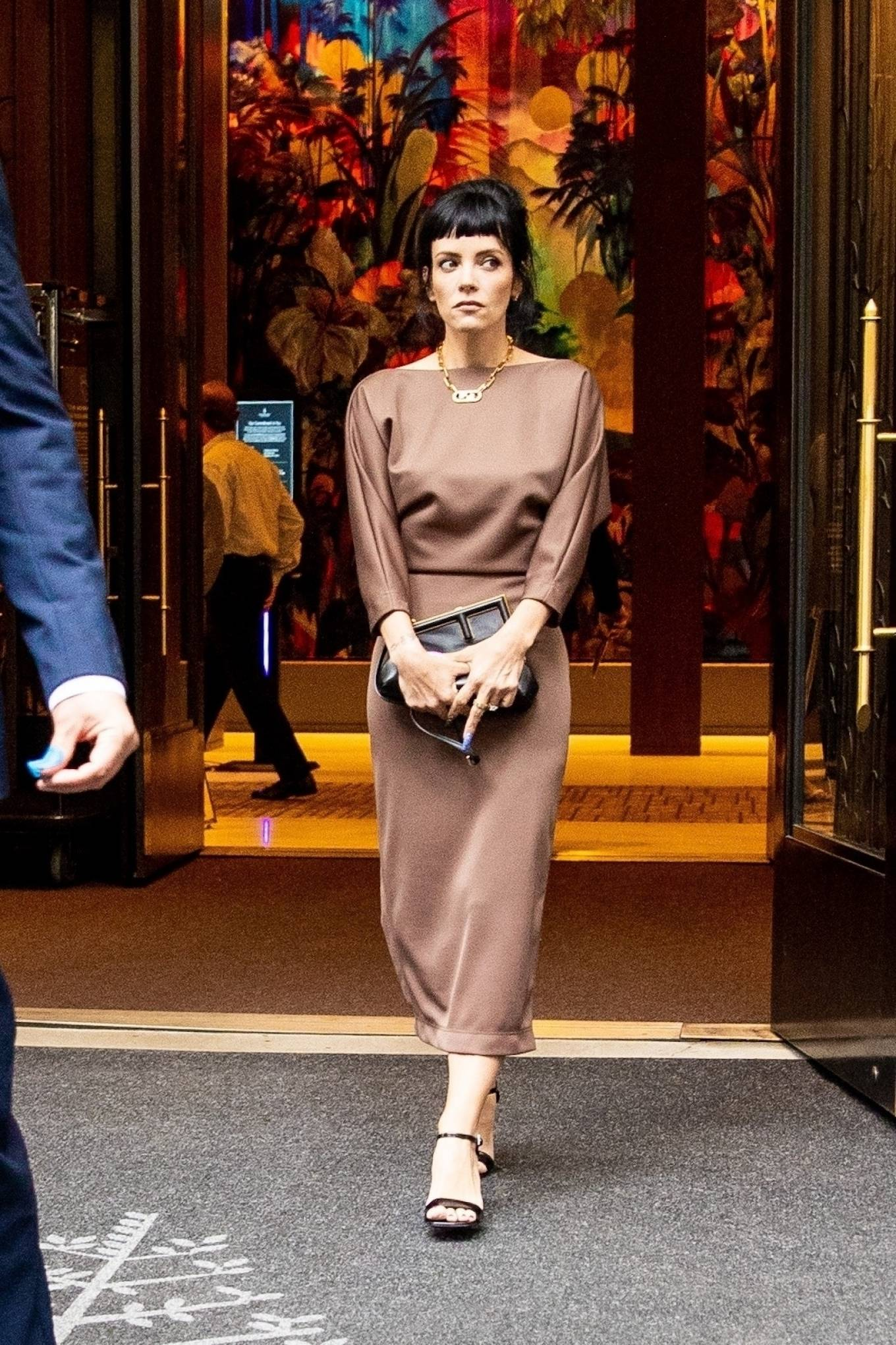 Lily Allen 2021 : Lily Allen – Seen at her hotel in New York-07