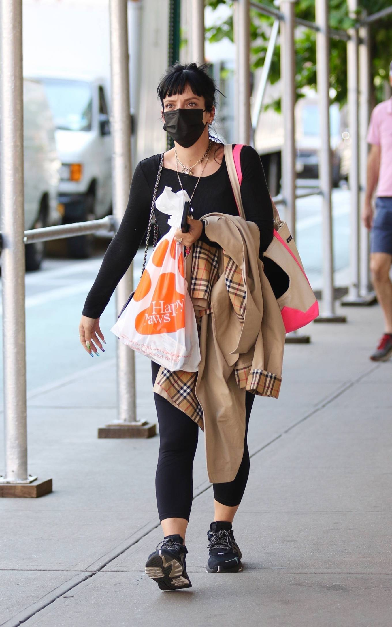 Lily Allen 2021 : Lily Allen – Shopping at Happy Paws pet store in Downtown Manhattan-04