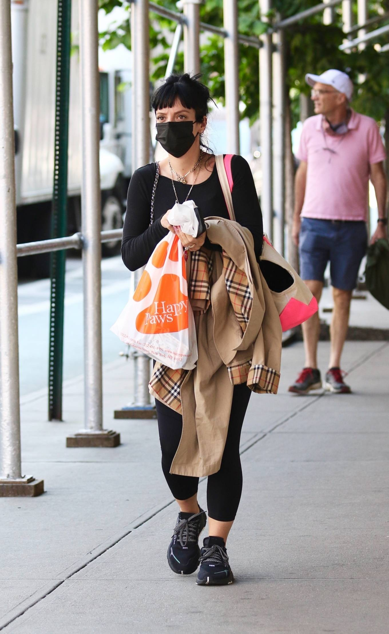 Lily Allen 2021 : Lily Allen – Shopping at Happy Paws pet store in Downtown Manhattan-06