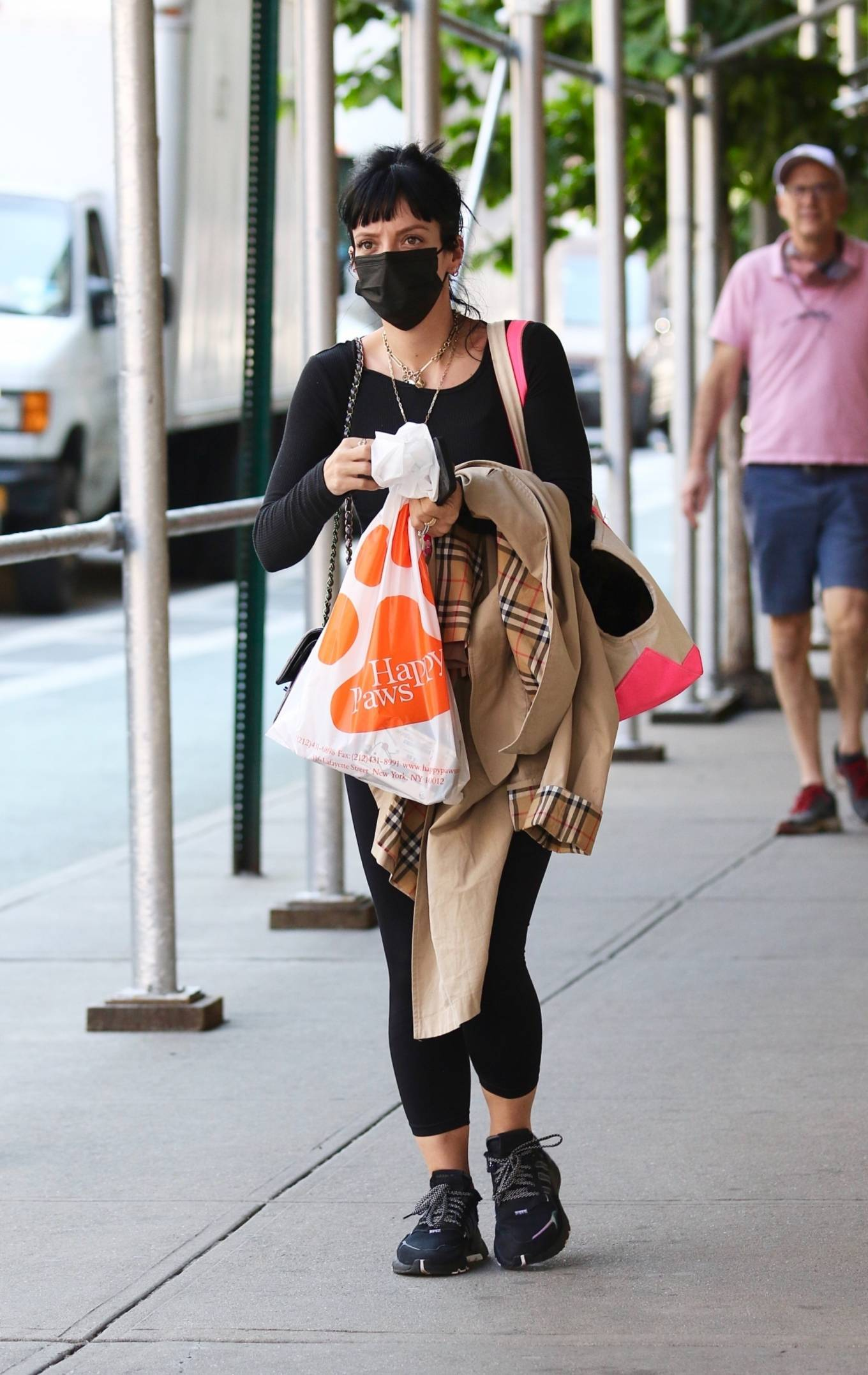 Lily Allen 2021 : Lily Allen – Shopping at Happy Paws pet store in Downtown Manhattan-08