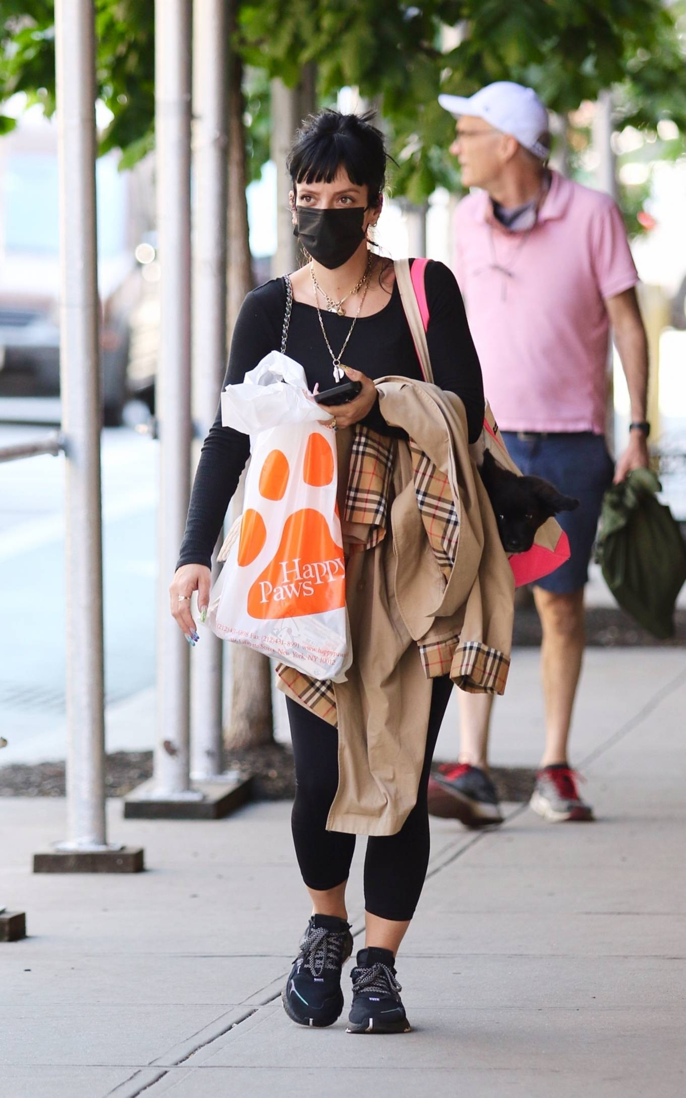 Lily Allen 2021 : Lily Allen – Shopping at Happy Paws pet store in Downtown Manhattan-10