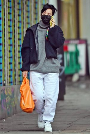 Lily Allen - Shopping for some essentials in London
