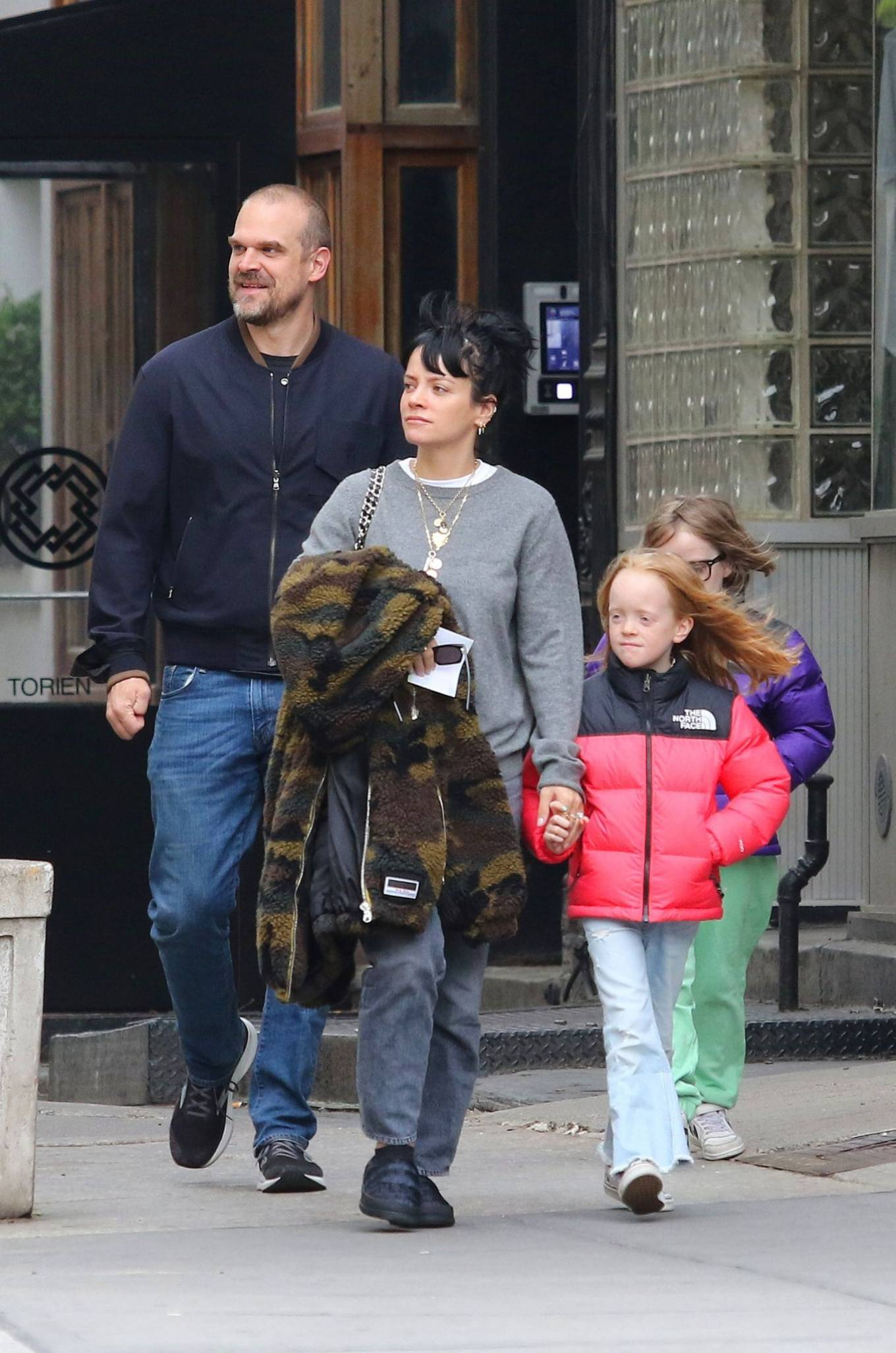 Lily Allen 2021 : Lily Allen – walk out with her family in Manhattan-01