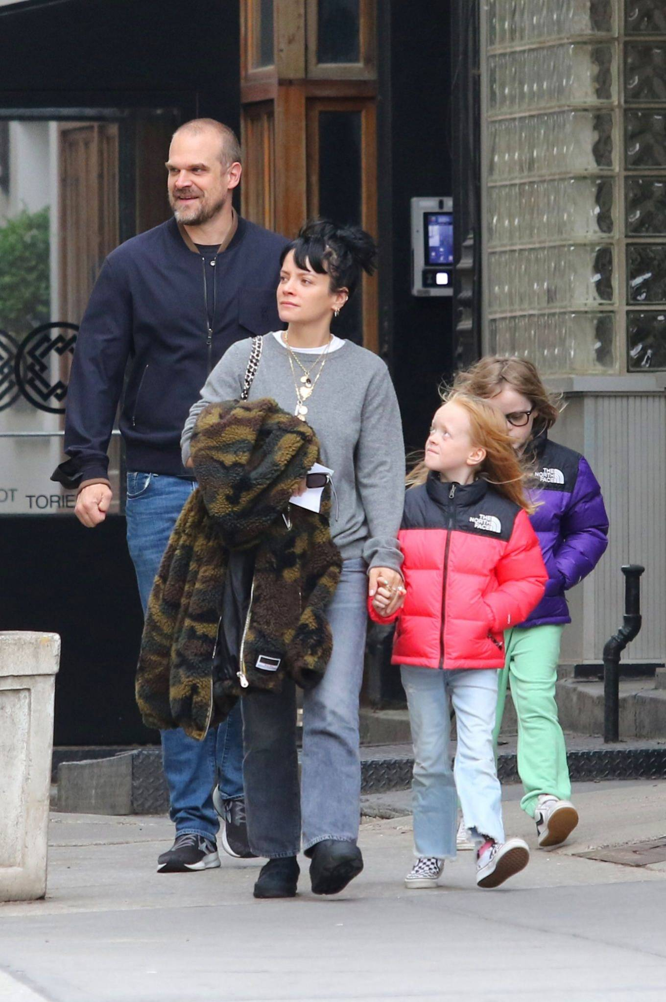 Lily Allen 2021 : Lily Allen – walk out with her family in Manhattan-02