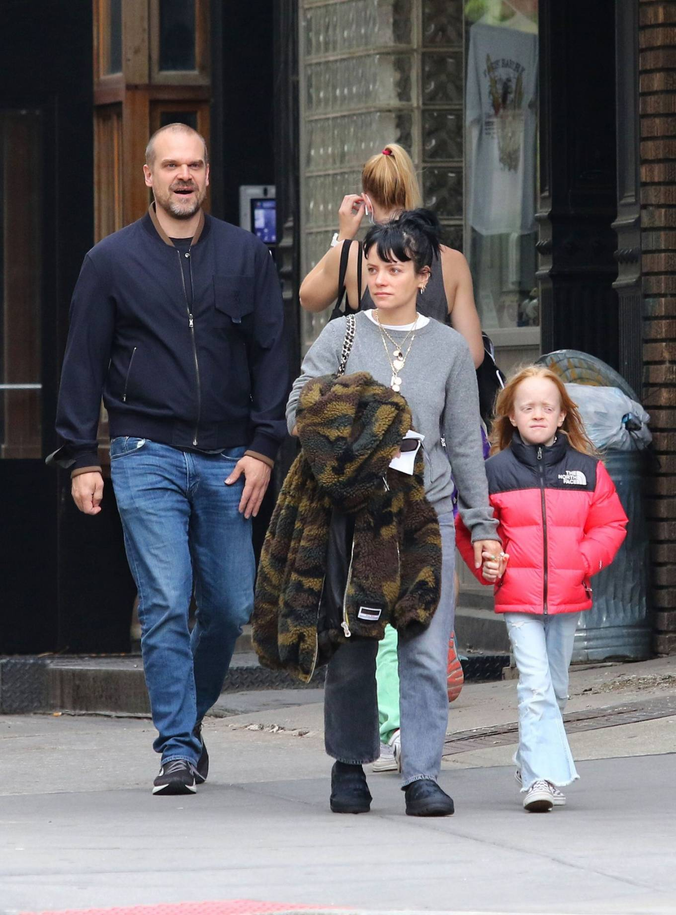 Lily Allen 2021 : Lily Allen – walk out with her family in Manhattan-03