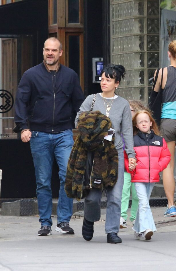 Lily Allen - walk out with her family in Manhattan
