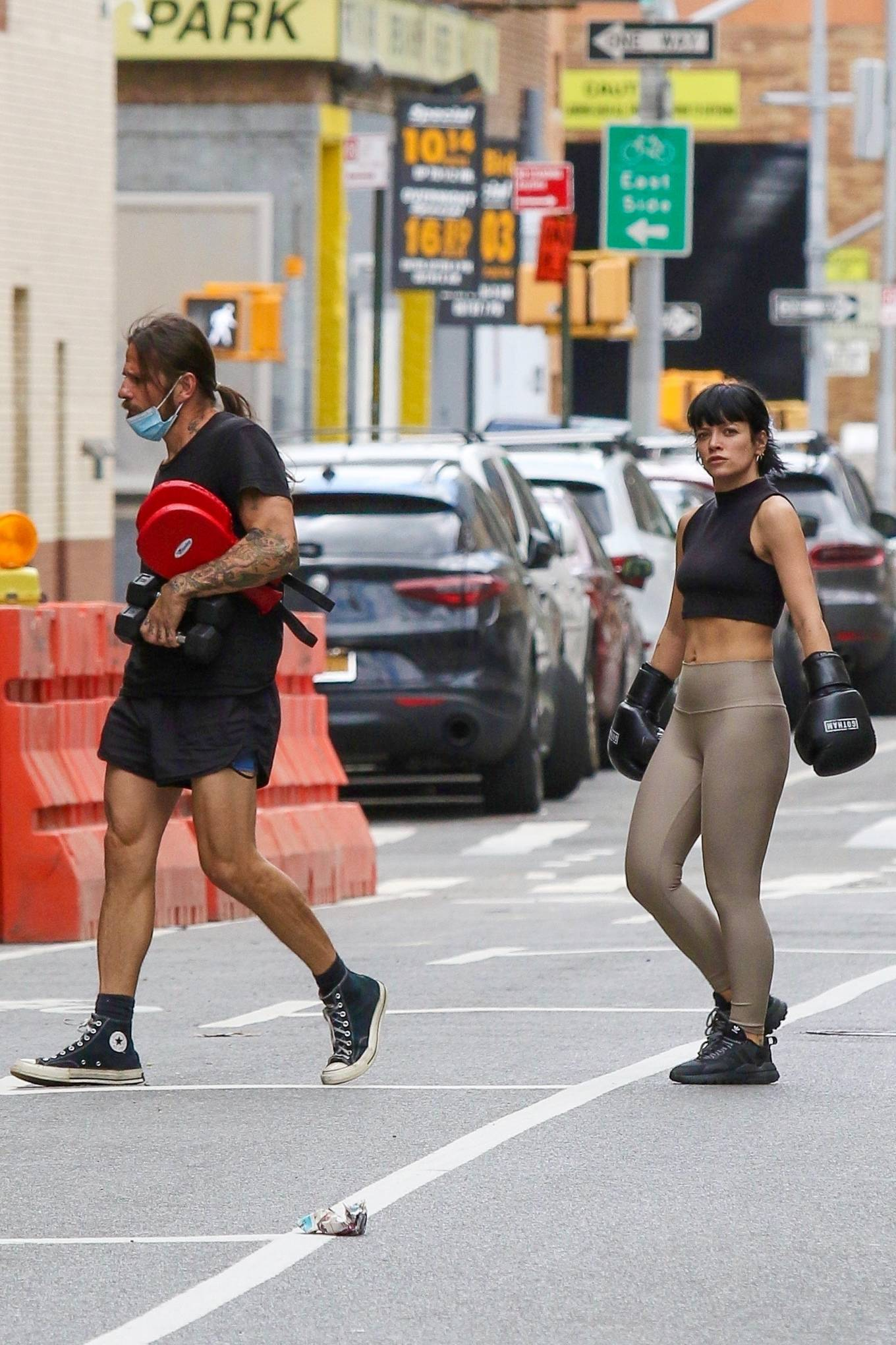 Lily Allen 2021 : Lily Allen – Wears boxing gloves while workout at a Downtown Manhattan Gym-07