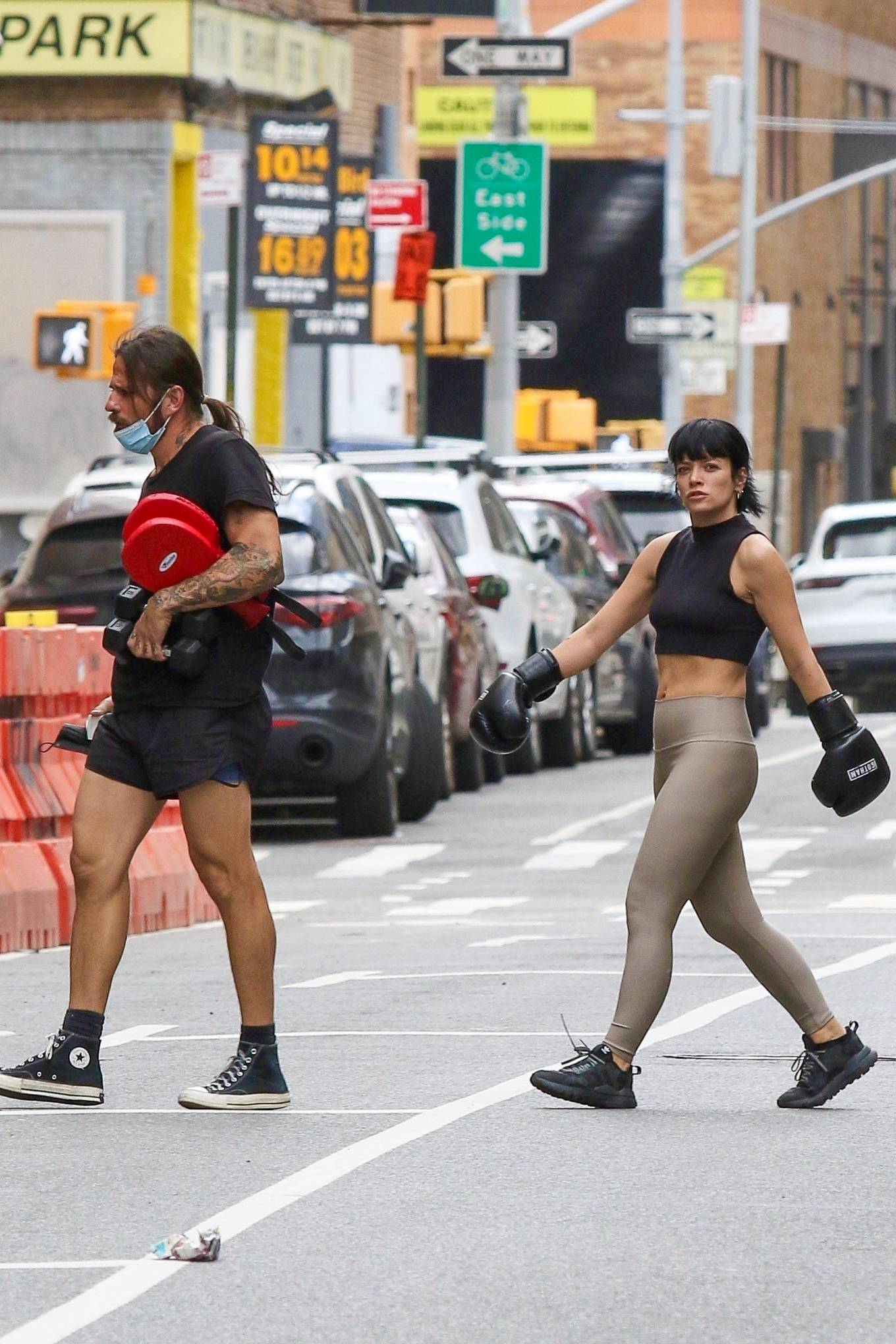 Lily Allen 2021 : Lily Allen – Wears boxing gloves while workout at a Downtown Manhattan Gym-11