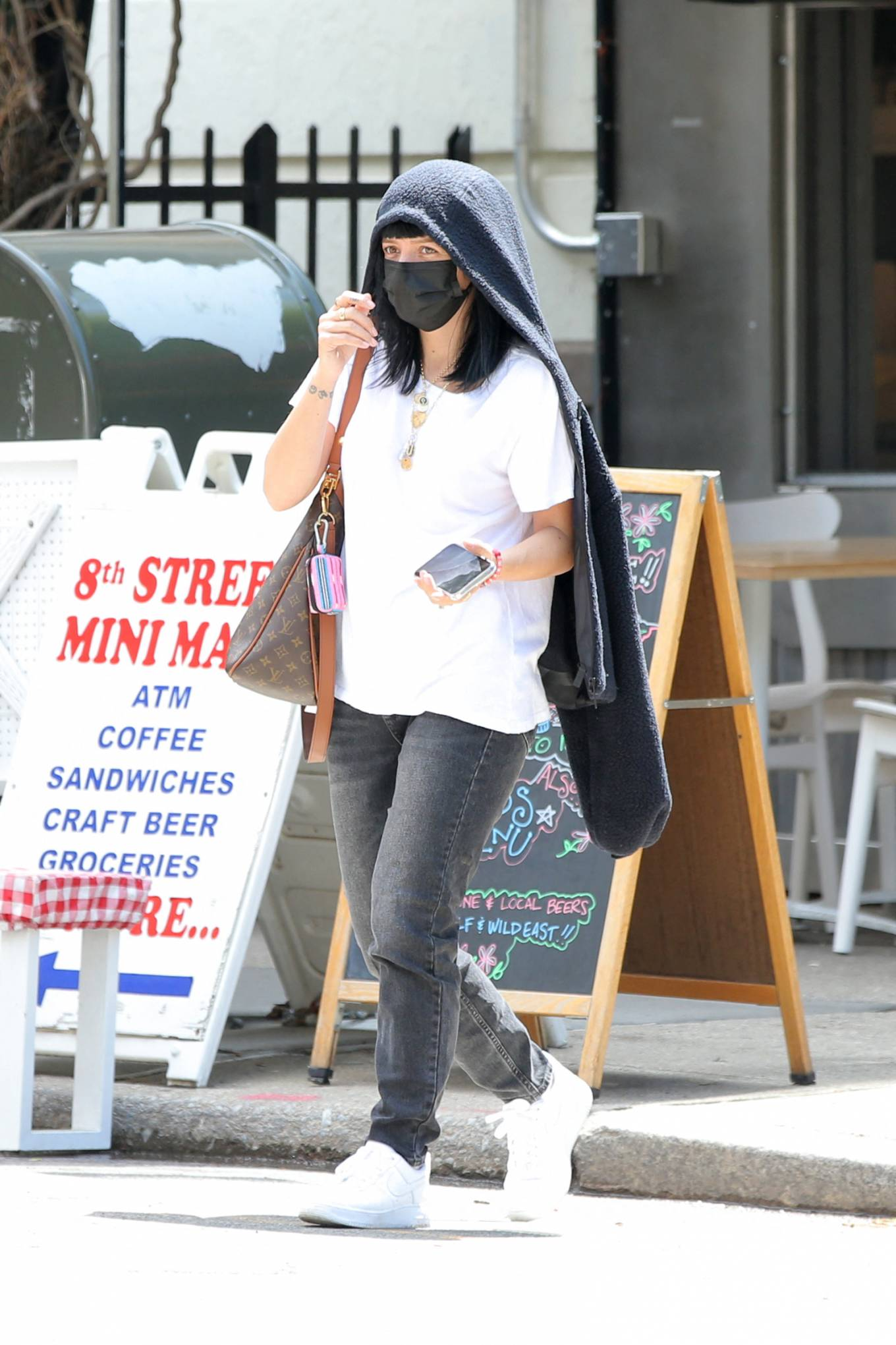 Lily Allen 2021 : Lily Allen – With David Harbour out for lunch in New York-16