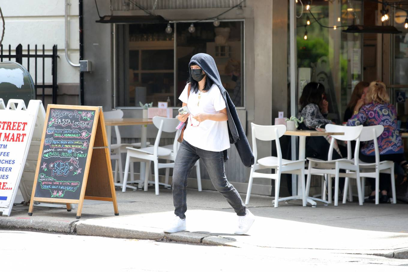 Lily Allen 2021 : Lily Allen – With David Harbour out for lunch in New York-19
