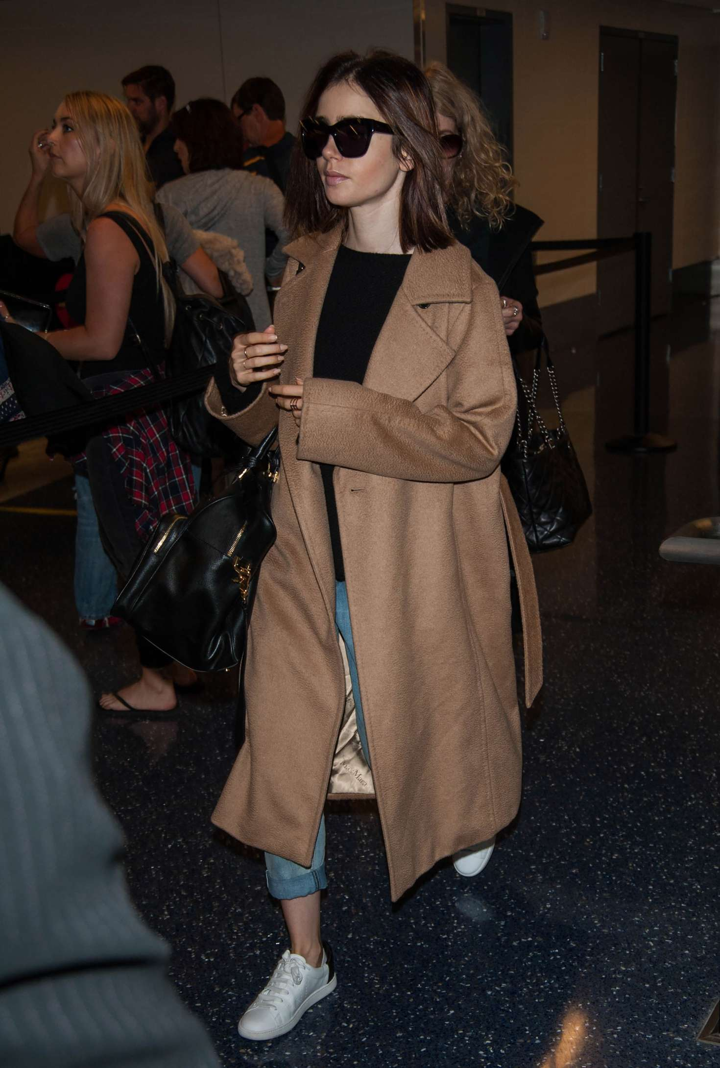 Lily Collins 2016 : Lily Collins at LAX Airport -05