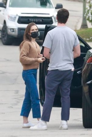 Lily Collins - Deliver a birthday present in Los Angeles