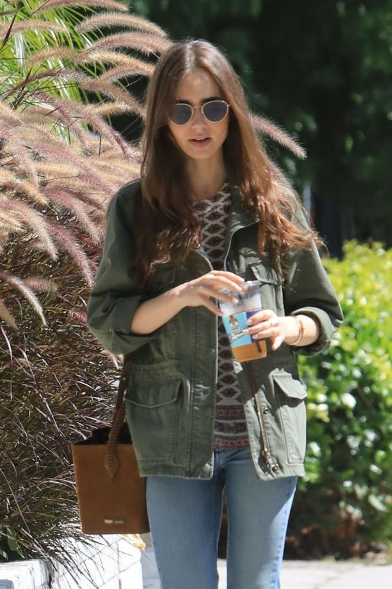 Lily Collins - Enjoys lunch at Alfred's in West Holywood