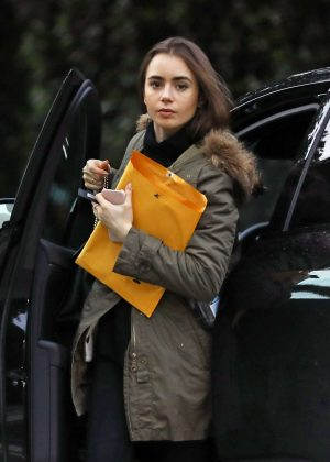 Lily Collins - Head to a yoga studio in Los Angeles