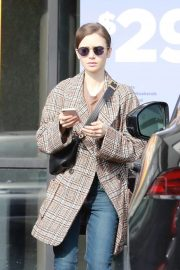 Lily Collins - Leaving a massage therapy in Hollywood