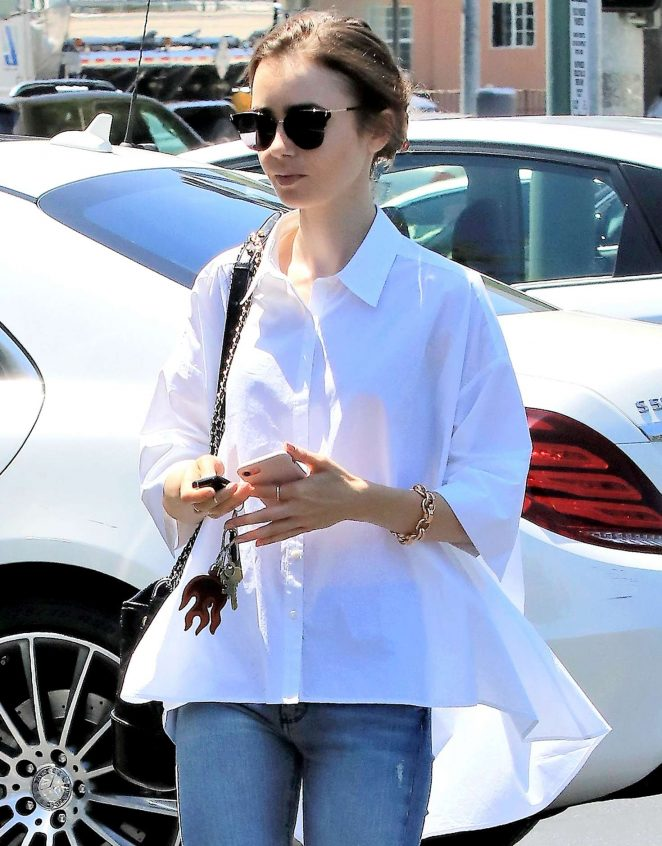 Lily Collins – Out for lunch in Los Angeles