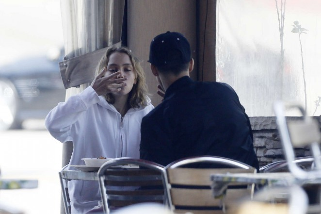 Lily Rose Depp Having lunch -03