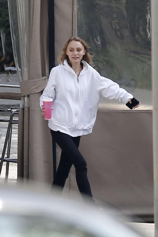 Lily Rose Depp Having lunch -10