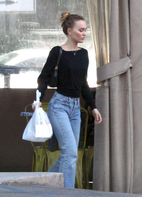 Lily Rose Depp - Leaving a LA grocery store