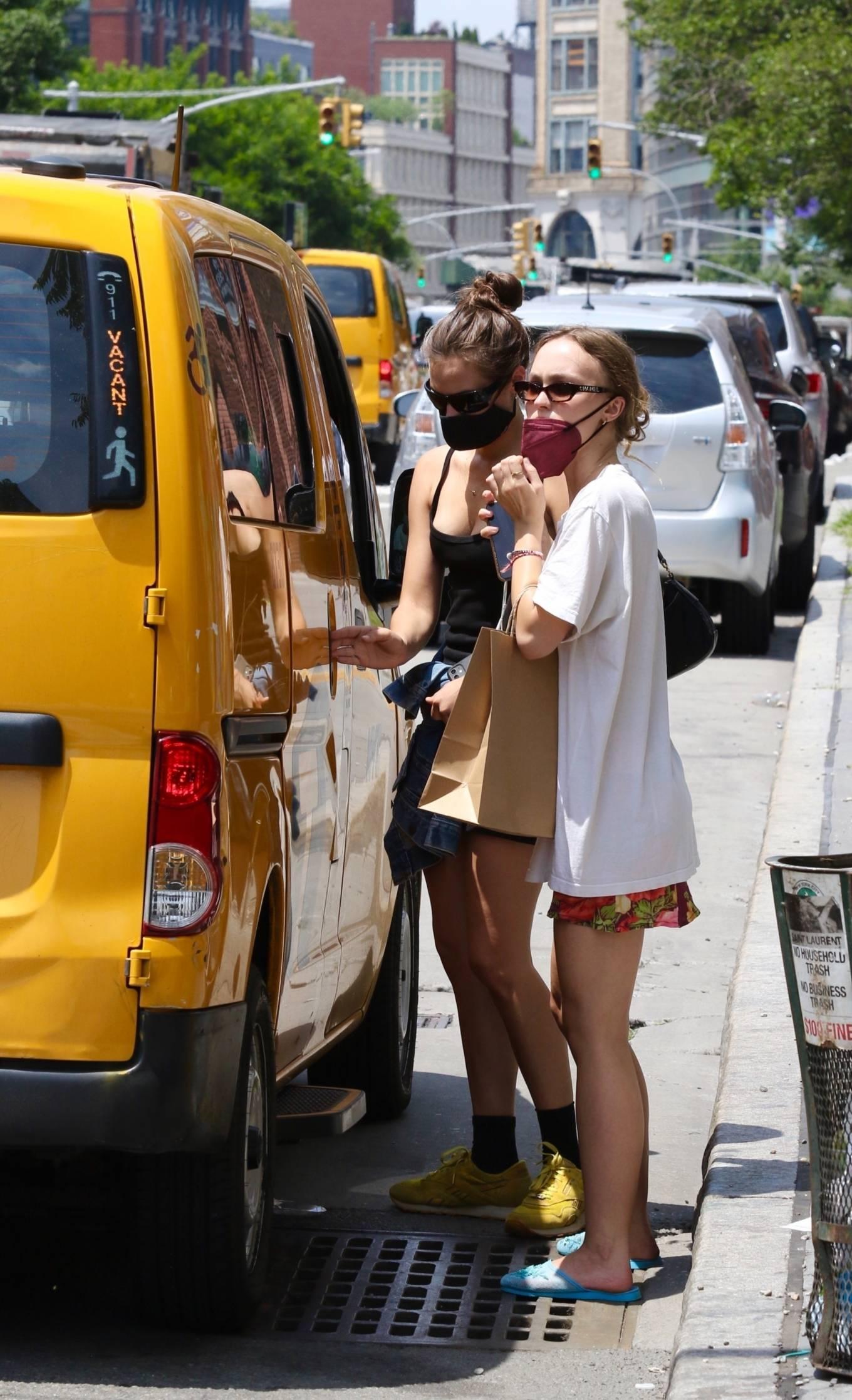 Lily-Rose Depp 2021 : Lily-Rose Depp – Shopping candids around Manhattan's East Village in New York-01