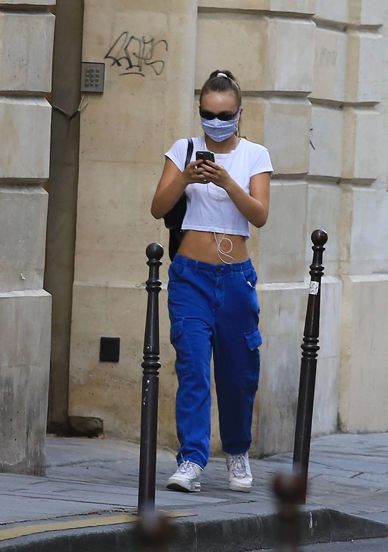 Lily Rose Depp 2020 : Lily Rose Depp – Strolling in Paris-11