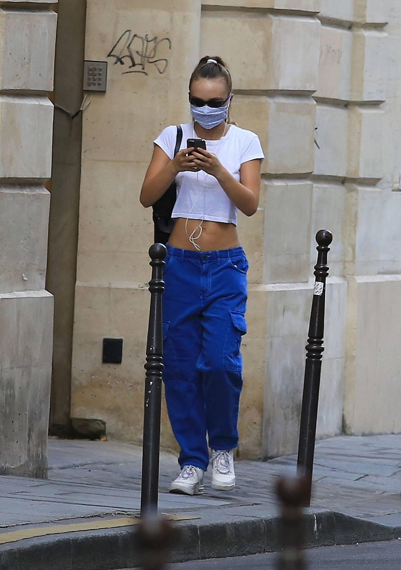 Lily Rose Depp 2020 : Lily Rose Depp – Strolling in Paris-14