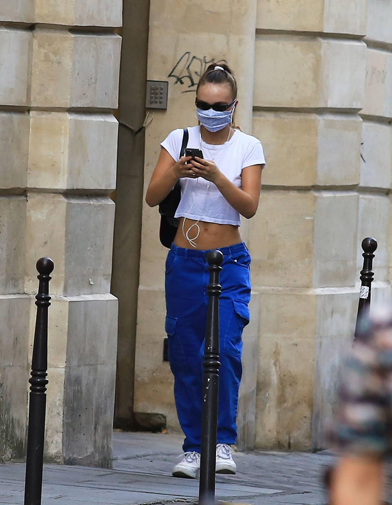 Lily Rose Depp 2020 : Lily Rose Depp – Strolling in Paris-17