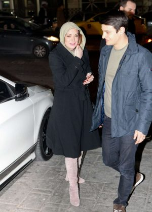 Lindsay Lohan - Arrives at Her Club in Athens