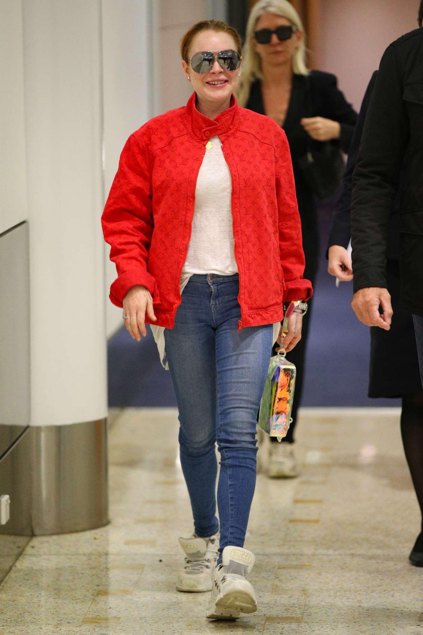 Lindsay Lohan - Arrives at Sydney Airport