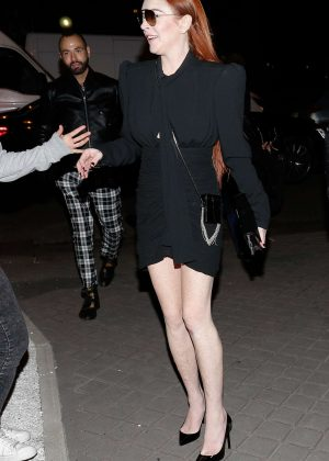 Lindsay Lohan - Arriving at her hotel in Paris