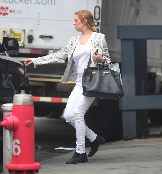 Lindsay Lohan in White Jeans Out in New York