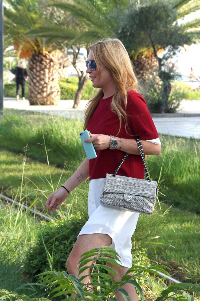 Lindsay Lohan - Leaves Glyfada carrying in Athen
