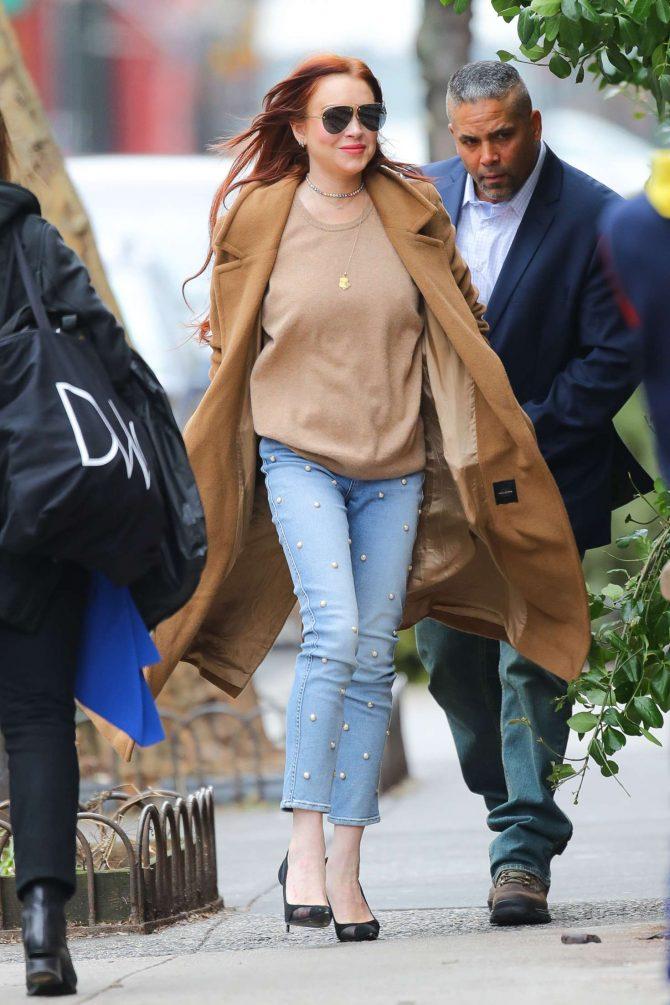 Lindsay Lohan: Leaves her apartment -08