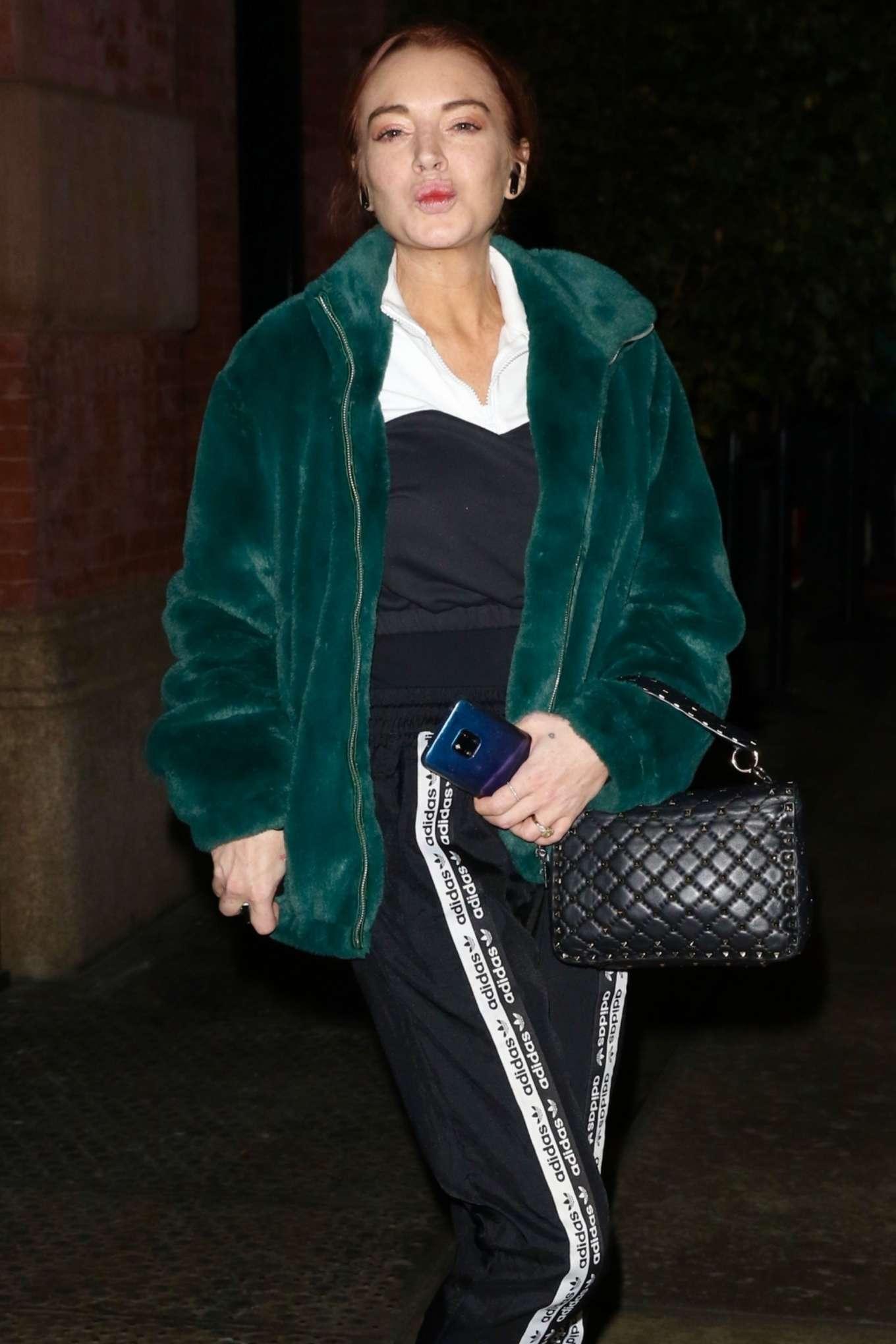 Lindsay Lohan - Leaving the Mercer Hotel in New York