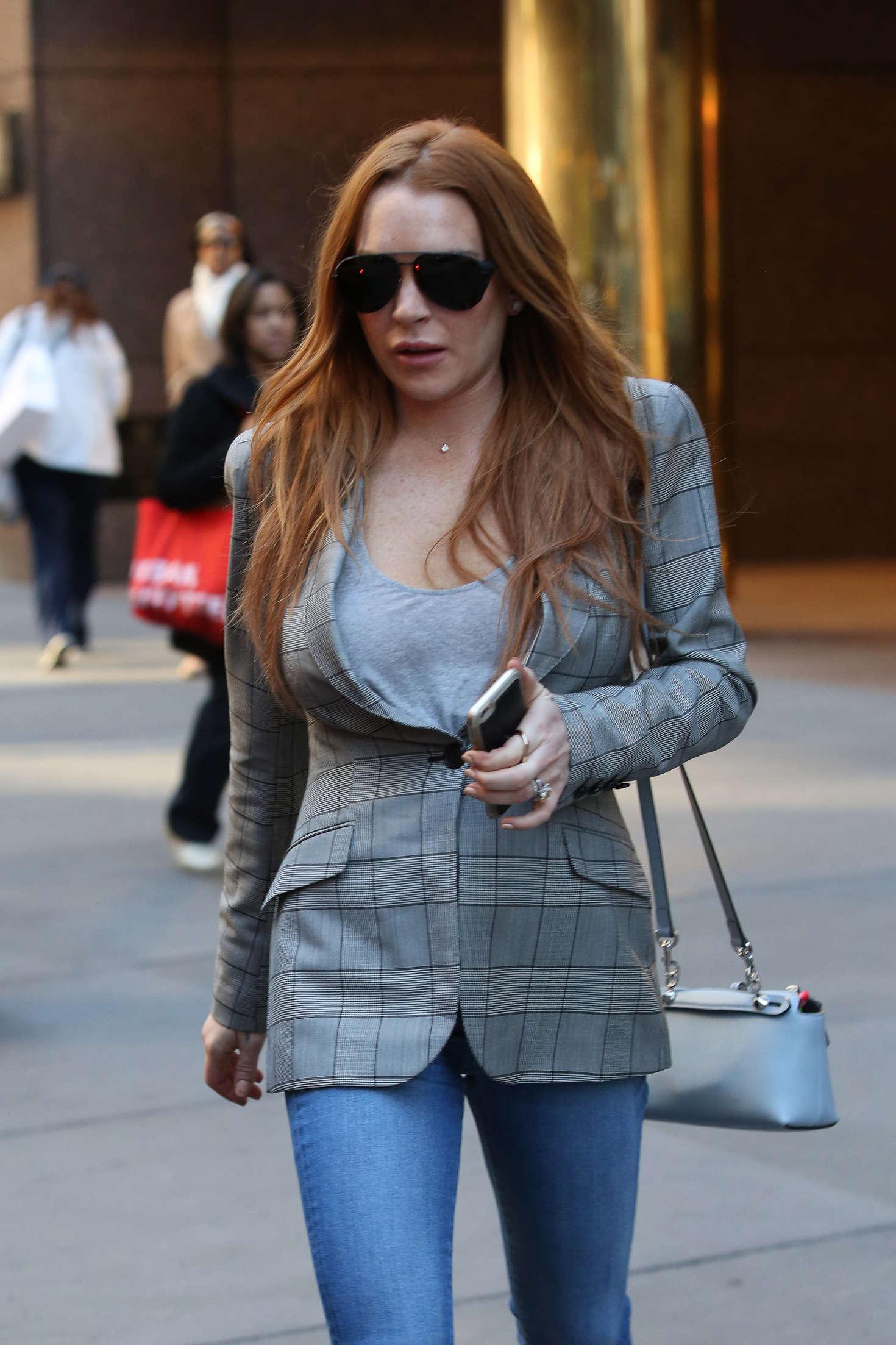 Lindsay Lohan 2016 : Lindsay Lohan on upper east side in New York -03