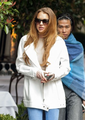 Lindsay Lohan - Out for lunch in London