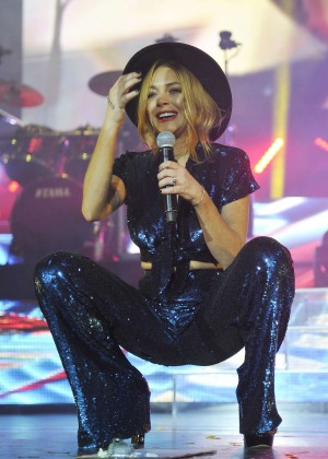 Lindsay Lohan - Performing at the O2 Arena in London