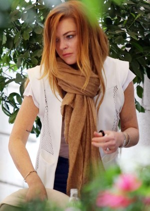 Lindsay Lohan Shopping in Milan