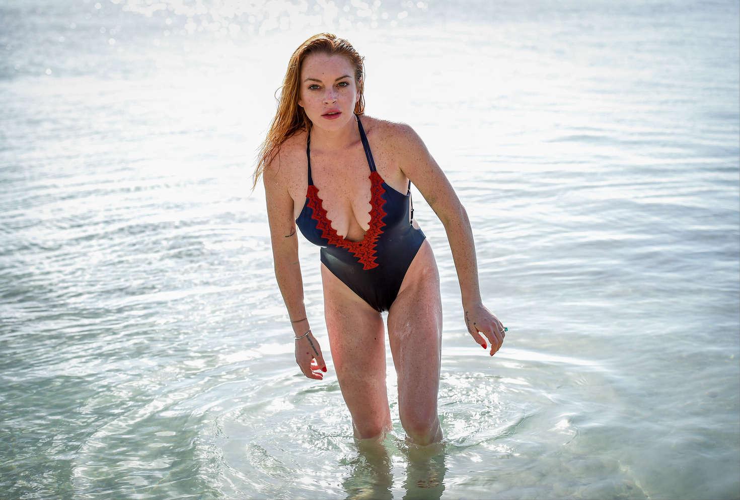 Lindsay lohan bikini pics nude