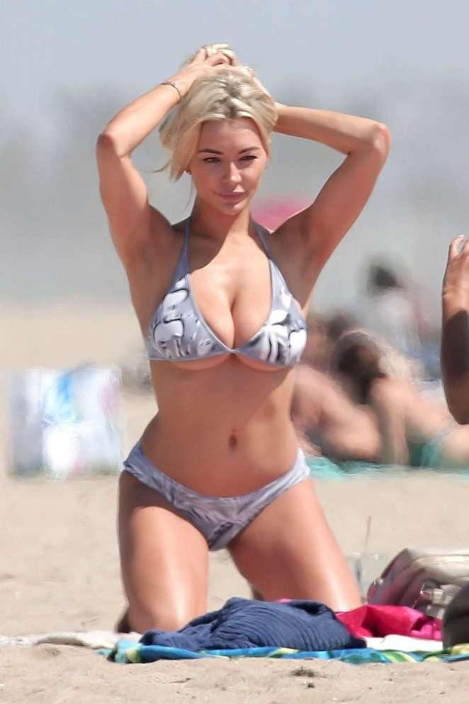 Lindsey Pelas in Bikini on Venice Beach