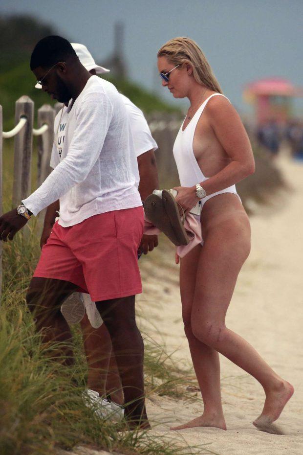Lindsey vonn beach